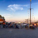 Der Hafen von Bostad am Abend.